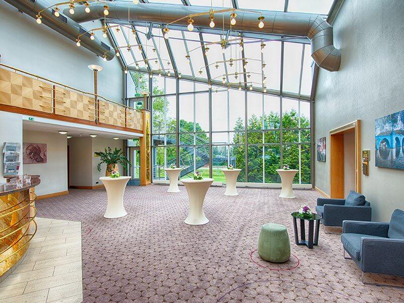 Cruciform Foyer Seminar Room : מתקנים ושירותים מלון לאונרדו הוטל היידלברג leonardo hotel